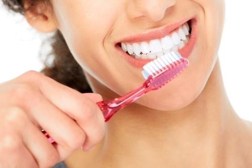 怖い歯周病を予防する正しい歯磨きの仕方!