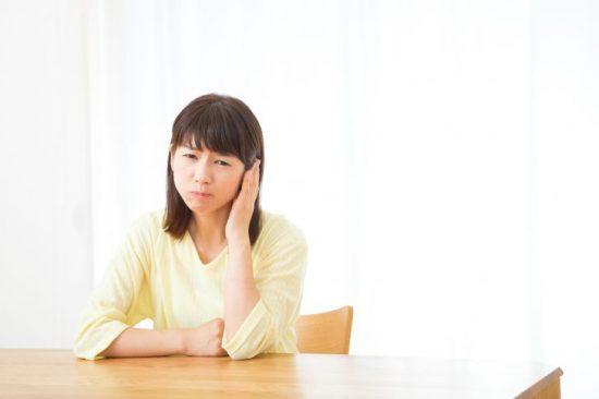 中耳炎 症状?唾を飲むと耳が鳴る!バリバリと音がするのは異常ですか?